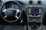 Ford-Mondeo-07-13-interier-s-OEM-navigaci